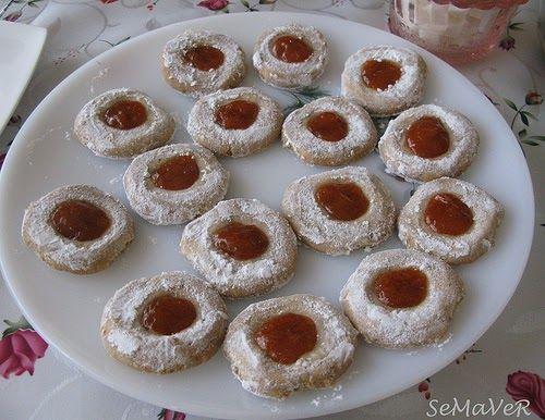 Elif'in çay sofrasından nefis kurabiye ve meyveli turta...  Mavi Haşhaşlı Marmelatlı Kurabiye (Allegria)  50-60 adet Malzemeler:   1 paket ...