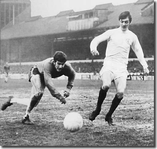 Allan Clarke and Chelsea keeper Tommy Hughes battle for the ball at Stamford…