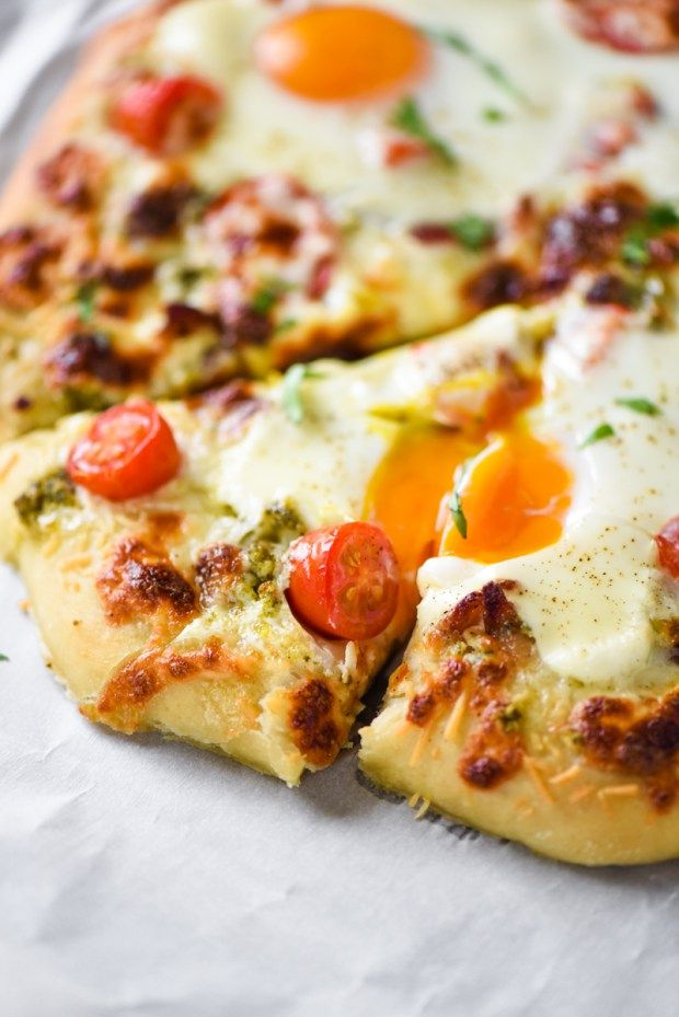 Breakfast Pizza- the most delicious and easy pizza recipe ever!