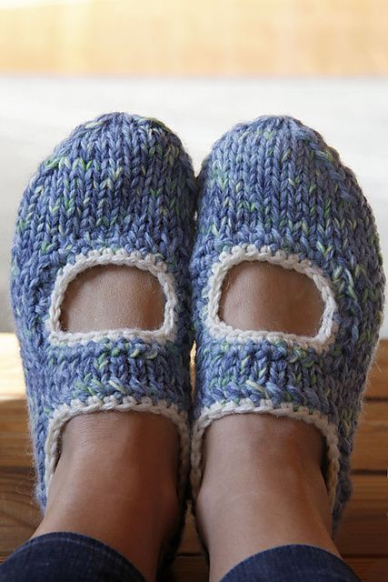Ravelry: AK's slippers pattern by Anna Kaisa Piispanen.  Free pattern from ravelry.com.  Knitted w/out seams on dpn's.