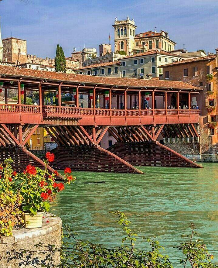 BASSANO DEL GRAPPA (Veneto) Il Ponte di legno.