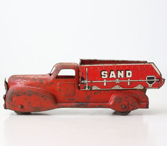 Hey, I found this really awesome Etsy listing at https://www.etsy.com/pt/listing/261481116/vintage-sand-truck-metal-toy-sand-and