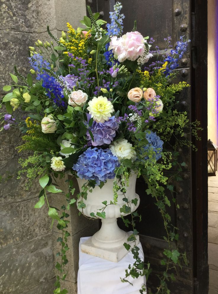 #wildflowers #urn by #violamalva #weddingintuscany #castleilpalagio #floralarrangement