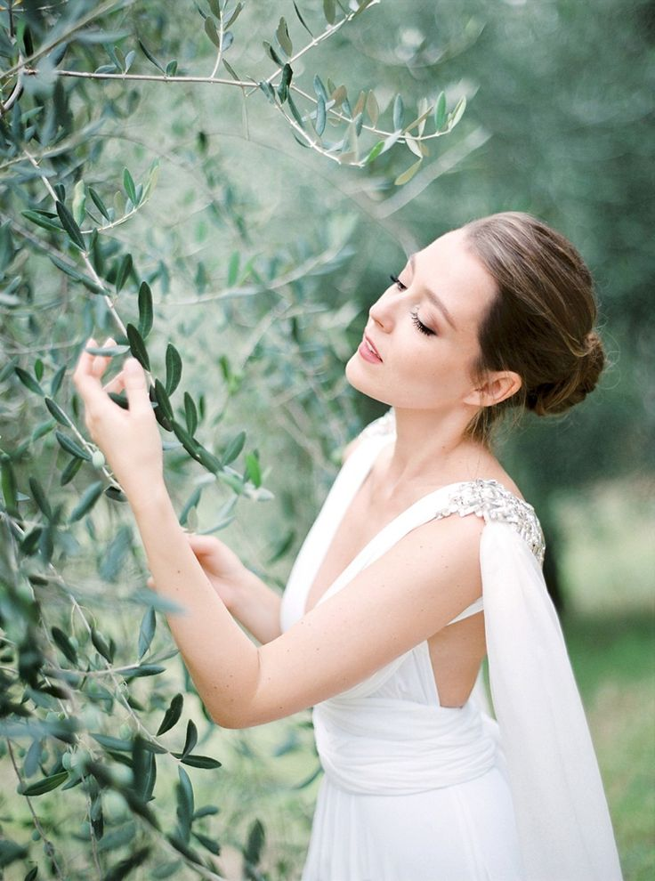 Tuscan olive grove goddess wedding editorial by Peaches & Mint, styling Comme Soie, dress Twobirds, Cape Gibson Bespoke