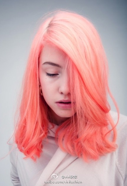 Peach dyed hair via Vivi Fashion (Weibo)