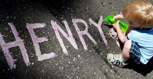 Make your own fizzy sidewalk paint for the kids!