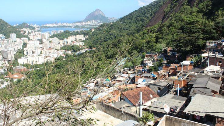 Saiba como é fazer um tour por uma das mais conhecidas favelas do Rio de Janeiro. Uma vista fantástica e um lugar incrível cheia de histórias para mostrar.