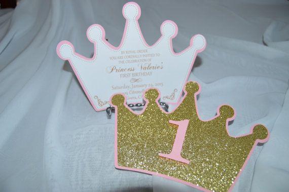 Listado de 12 invitaciones con tema princesa en una brillante corona de oro. Medición en aproximadamente 5 por 7. Puede ser modificado en un color diferente o cumpleaños, pregunte. Va perfectamente con el resto de nuestros artículos de princesa en la tienda. * Sobres no incluidos.