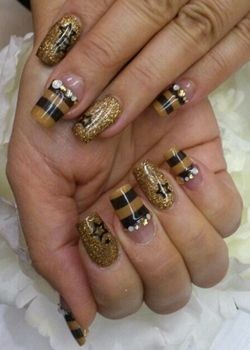17 best shiny bee nails images on pinterest bumble bees nail black and gold stripe and glitter new years eve nail art with diamantes and stars prinsesfo Choice Image
