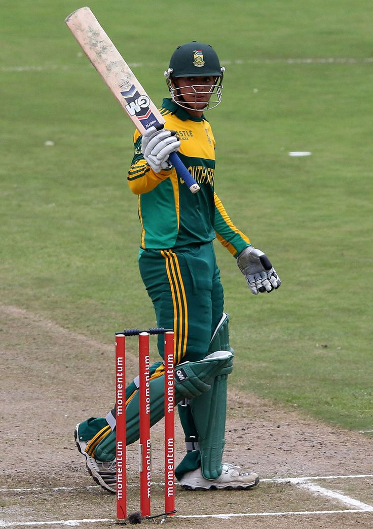 Quinton de Kock raises the bat after his fifty, South Africa v India, 2nd ODI, Durban, December 8, 2013