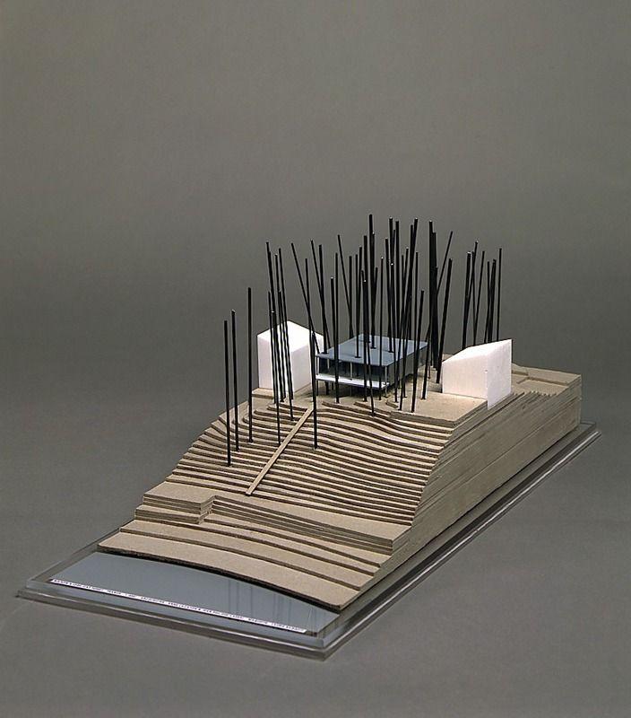 Maison, Lège, Cap-Ferret 1998 Polystyrène,métal,carton 20 x 23 x 51 cm Echelle 1/200 Don de l'artiste, 1999