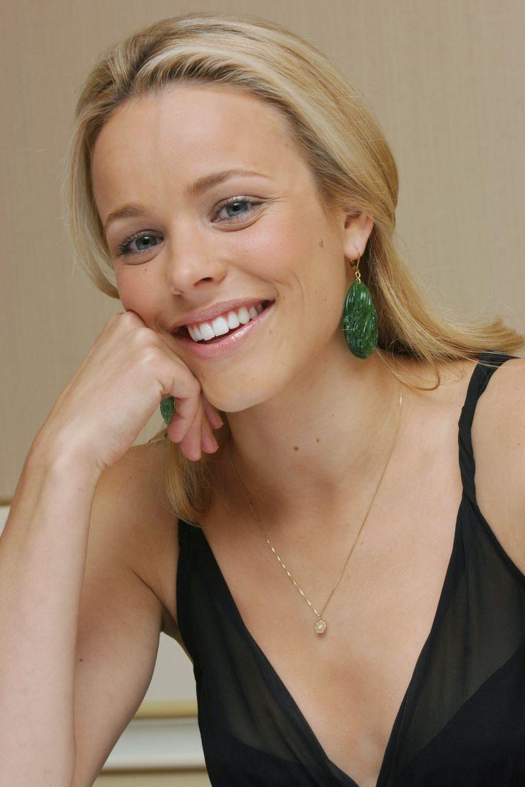 Rachel McAdams (fan site). Natural looking makeup.