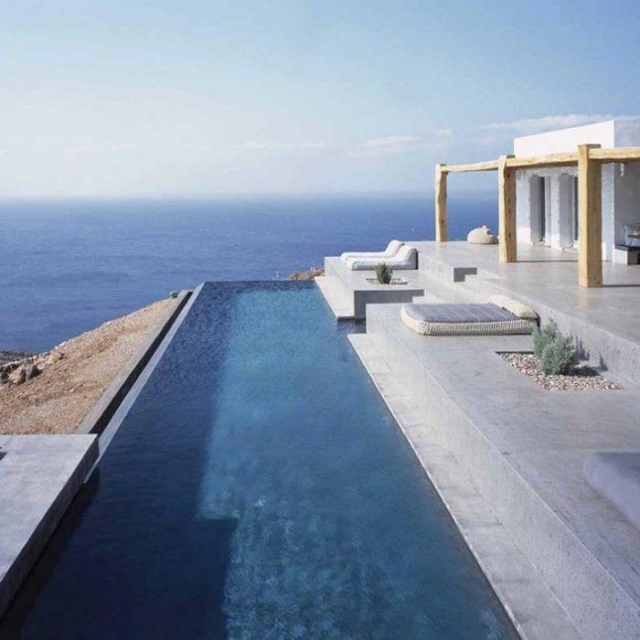 Αυτό μάλλον είναι το ωραιότερο σπίτι του Αιγαίου και βρίσκεται στη Σύρο!