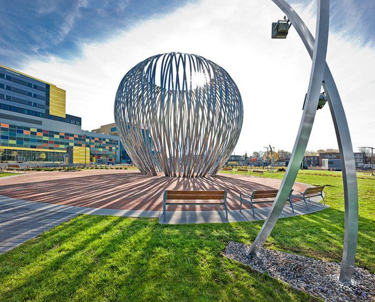 linda covit forms havre sculpture out of slender aluminum bands