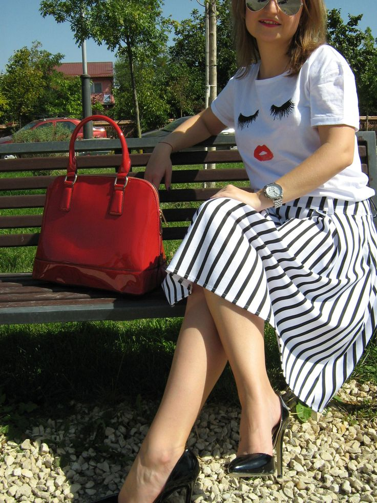 Red bags are always in fashion <3