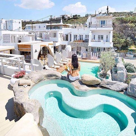 When in paradise! 💦 (📷: @avantstay ) #kenshō #kenshomykonos #mykonos #ornos #poolparadise