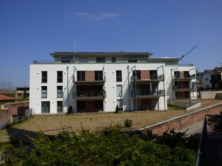 Ein altes Schwesternwohnheim wurde komplett umgebaut und in einen Wohntraum mit 25 hochwertigen Eigentumswohnungen verwandelt. Über die diversen Dachterrassen hat man einen herausragenden Blick. Das Malerlein GmbH hat daran maßgeblich mitgewirkt.