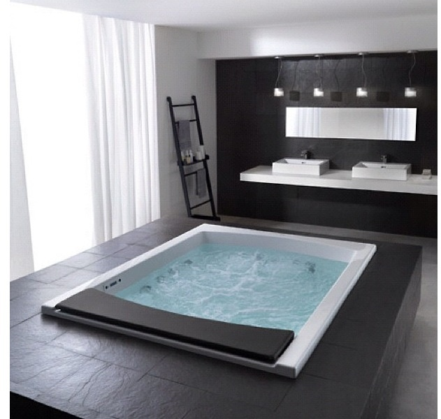 Somewhat a modern day scarface tub i 39 m sure she would for Modern day bathrooms