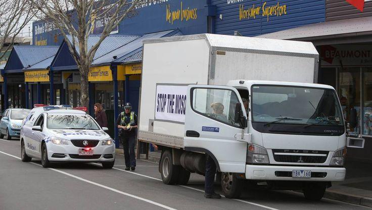 Police intercept Stop The Mosque truck in Bendigo