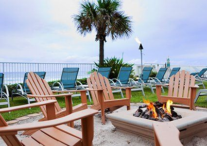 Enjoy a delicious meal amidst swaying palms and a cool breeze at Bluegreen Vacations Daytona Seabreeze, an Ascend Resort in Daytona Beach, FL.
