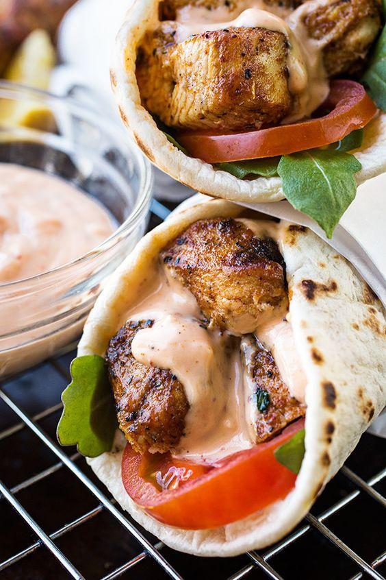 Grilled Lemon Chicken Flatbread Wraps with Spicy Garlic Sauce | thecozyapron.com