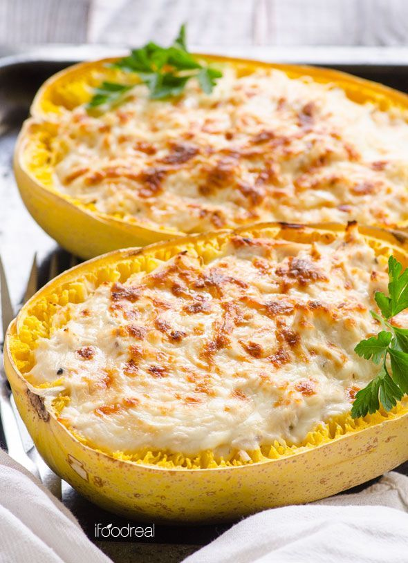Greek Yogurt Chicken Alfredo Spaghetti Squash Boats -- Light, easy and delicious comfort food. So creamy and rich, you will not believe it is healthy. #cleaneating