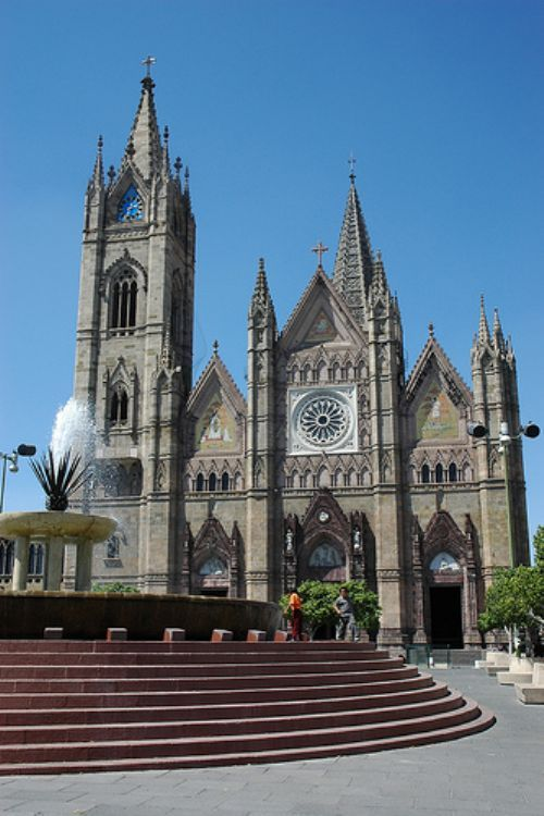 templo El Expiatorio, en Guadalajara Jalisco. Been here and a man was sleeping in fountain