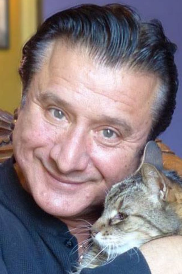 Steve Perry with fan asylum's cat Rufus. It is not Steve's cat. They made friends one day when he went there. Great pics tho!!