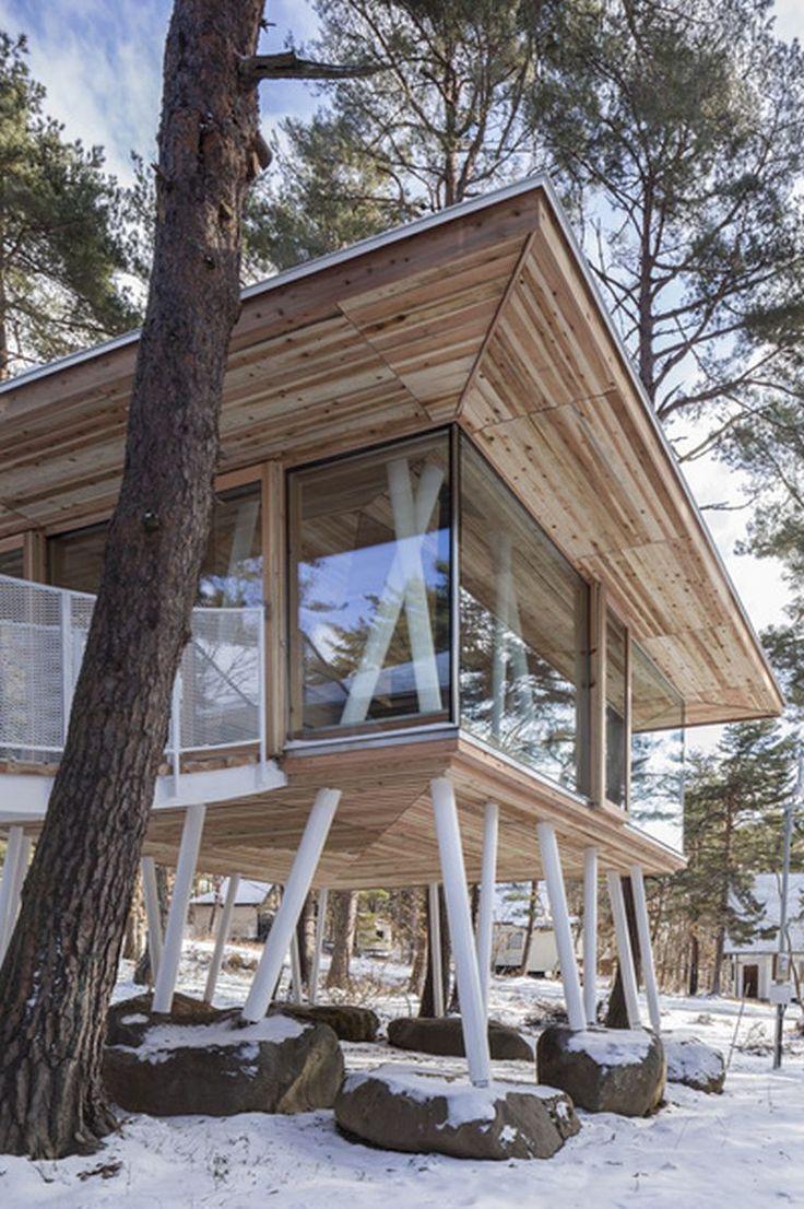 maison sur pilotis moderne en bois d'architecte japonais