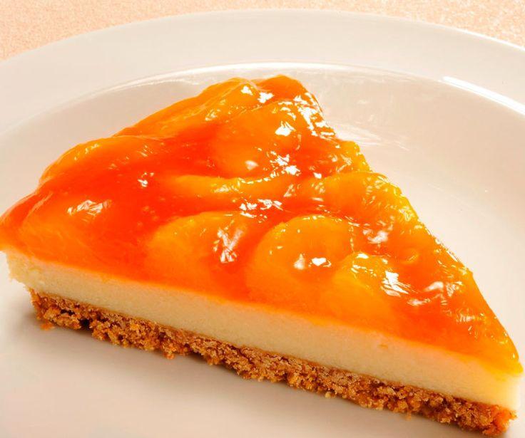 Очень вкусный и красивый пирог с мандаринами понравится всем! Обязательно попробуйте его приготовить, гости будут в восторге, а особенно детишки!