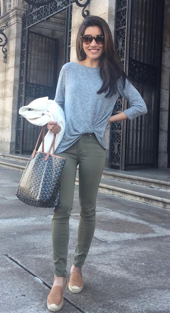 twist front pullover. Her casual outfit is so comfy. I would used it for a weekend or airport outfit to travel light.