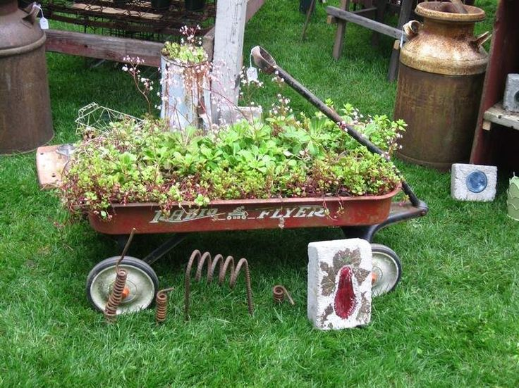 chariot wagon recyclé et transformé en pot de fleurs original