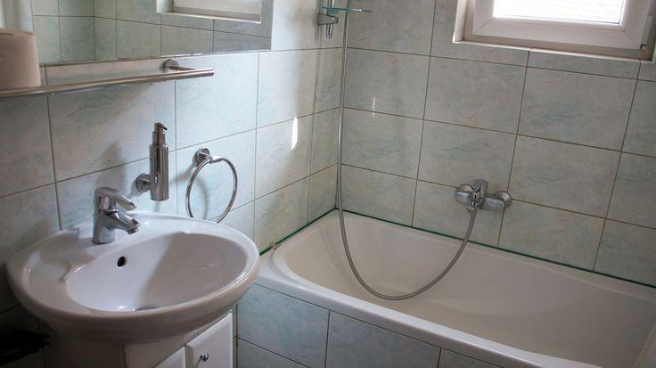 łazienka  http://www.apartamenty-krakow.com/nocleg/apartament-brazowy/