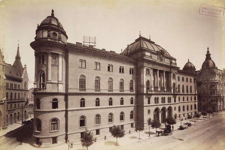 Nagy Ignác (Koháry) utca - Alkotmány utca sarok, Magyar Királyi Törvényszéki palota. A felvétel 1890 után készült. A kép forrását kérjük így adja meg: Fortepan / Budapest Főváros Levéltára. Levéltári jelzet: HU.BFL.XV.19.d.1.07.187
