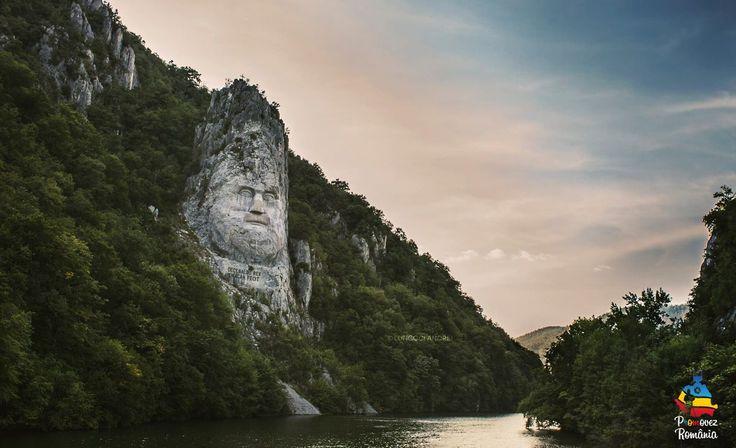 Chipul regelui dac Decebal este un basorelief înalt de 55 m, aflat pe malul stâncos al Dunării, între localitățile Eșelnița și Dubova, în apropiere de orașul Orșova, România. Basorelieful îl reprezintă pe Decebal, ultimul rege al Daciei și este sculptat într-o stâncă. Este cea mai înaltă sculptură în piatră din Europa.Lucrarea a fost realizata de artistul Florin Cotarcea.