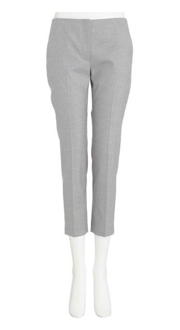 theory Stretch Canvas Bedina ¥22,000 綿98% ポリウレタン2% 生地:イタリア製 今季いち押しのサブリナパンツ。脚の形がきれいに見え、すっきりと履ける一着です。ハイウエストなので、今シーズントレンドのクロップド丈トップスとも相性が抜群。セオリーの定番キャンバス素材で仕立てました。ストレッチが効いていて動きを妨げにくく、きちんと感とカジュアル感のバランスが良い人気の素材です。 また同素材ジャケットとスーツになります。