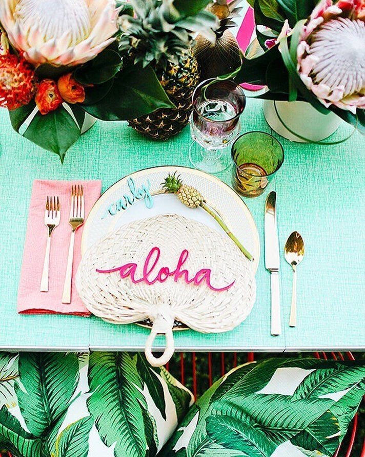 Starting our day the bright and sunny way! ☀️🌿🌸 Image via @100layercakelet #tropical #inspo