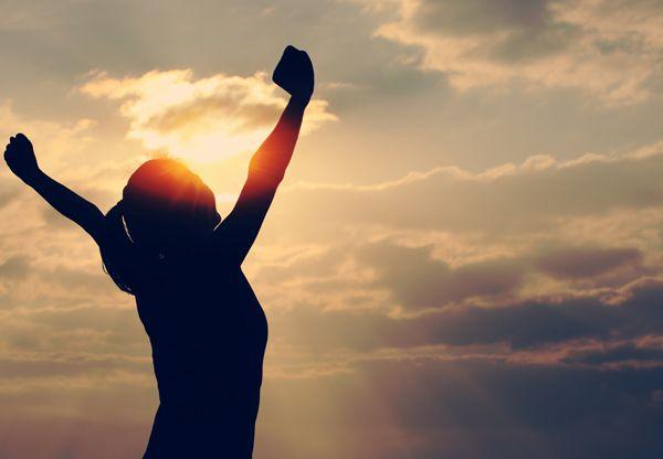 Ashwagandha är en av de viktigaste örterna inom ayurvedisk medicin, med en dokumenterad användning under mer än 4 000 år. Traditionellt har ashwagandha använts för att motverka så vitt skilda problem som trötthet, fysisk svaghet, oro, obalans i sköldkörteln, dåligt minne, bristande sexuell lust och