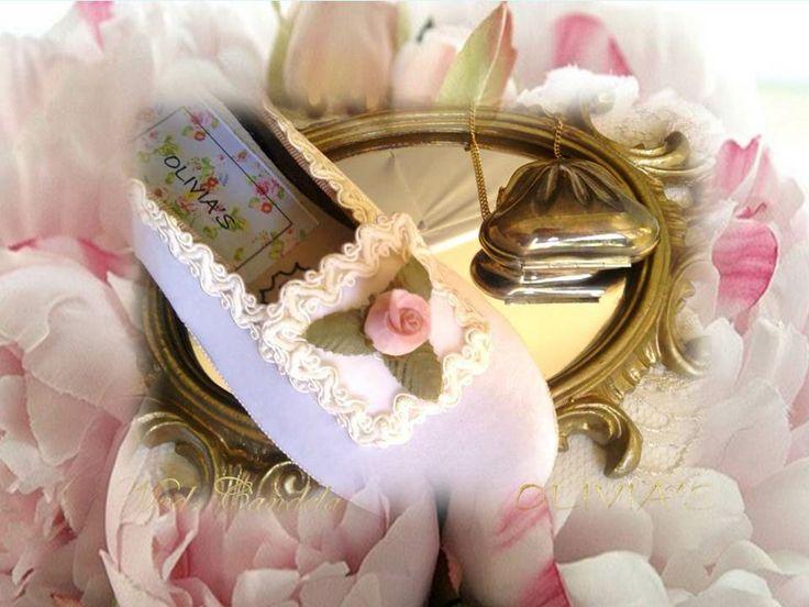 Bailarina de teciopelo en crudo con pasamanería y flor.