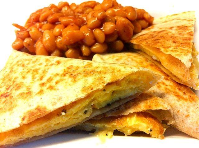 レシピとお料理がひらめくSnapDish - 33件のもぐもぐ - Cheese omelet quesadilla with beans by Jorge Bernal Márquez