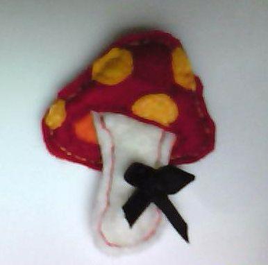 (felt) mushroom badge