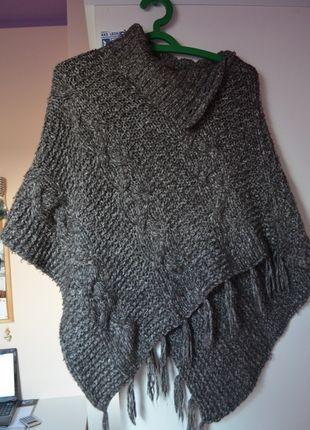Kup mój przedmiot na #vintedpl http://www.vinted.pl/damska-odziez/peleryny-narzutki/8028600-szare-grube-ponczo