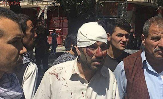V Kábulu zemřelo při útoku u ambasád 150 lidí. Byl nejkrvavější v dějinách země