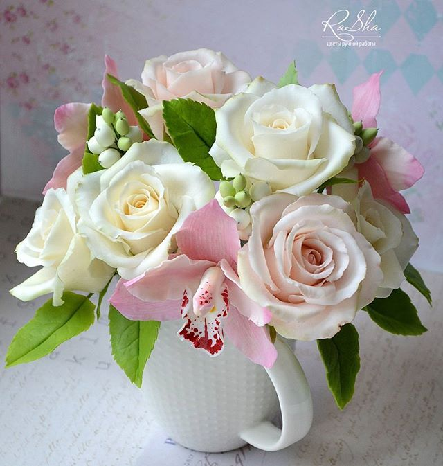 Интерьерный букет с орхидейками и крупными розами. Первый раз получился такой крупный😍довольнааая))) #холодныйфарфор #полимернаяглина #керамическаяфлористика #своимируками #handmadeflowers #хендмейд #handmade #ручнаяработа #декордома #интерьер #декоринтерьера #красота #дом #хобби #подарок #цветы #цветыполимернаяглина #екатеринбург #девушка #decor #polymerclay #coldporcelain #розы #roses #флористика #осень #цветыизглины #decor #арт