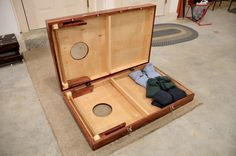 Hinged cornhole boards with latches