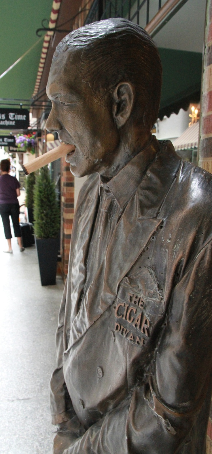 Cigar Man, Downtoen Perth: Photo