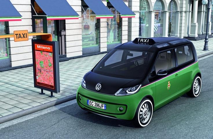 Tu puoi usare servizio taxi per i mezzi di trasporto in la citta di Milano.
