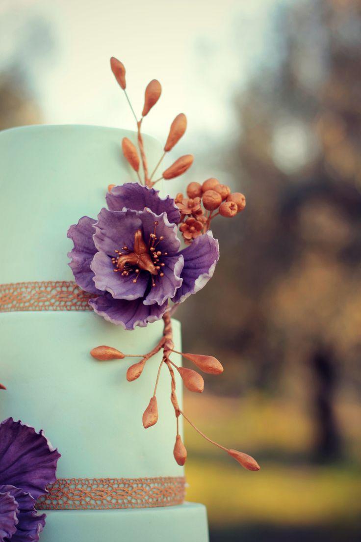 Mint&Lavander Wedding Cake  #cake #weddingcake #ledouxcollage #fondant #vintagewedding #sugarflower #sugarcraft  Contact Us ledouxcollage@gmail.com www.facebook.com/ledouxcollage