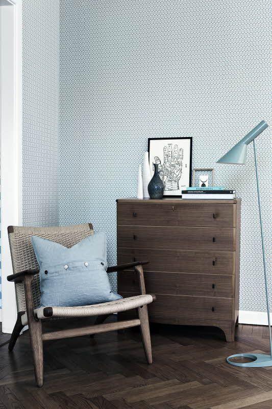 Boråstapeter Scandinavian Designers -mallisto, design by Arne Jacobsen. Neljä värivaihtoehtoa. Värisilmä, www.varisilma.fi