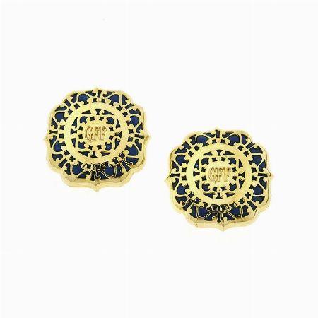 ORECCHINI IN METALLO DORATO E RESINA, FERRÈ, Lotto n. 11 - Asta 1# - Curio Casa d'Aste in Firenze #auction #bijoux #fashionjewelry #costumejewelry #orecchini #earring #ferre #gianfrancoferre #italy #florence #moda #trend #anniottanta #eighties #handmade #madeinitaly #golden #resin #studearring #arabesque #monogram